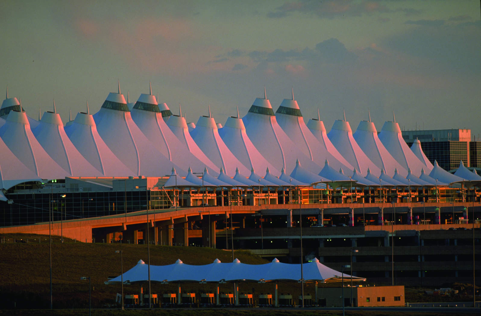 Money and timesaving tips and restaurant bar and store suggestions for Denver International Airport
